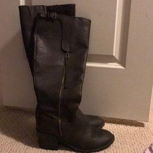 Dark chestnut Brown boots